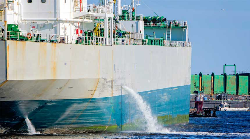 Oil tanker discharging ballast into the harbor